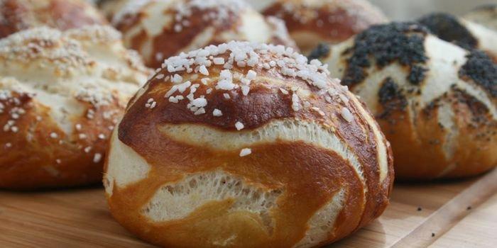 Булочки на кефире: как приготовить дома вкусную и пышную сдобу