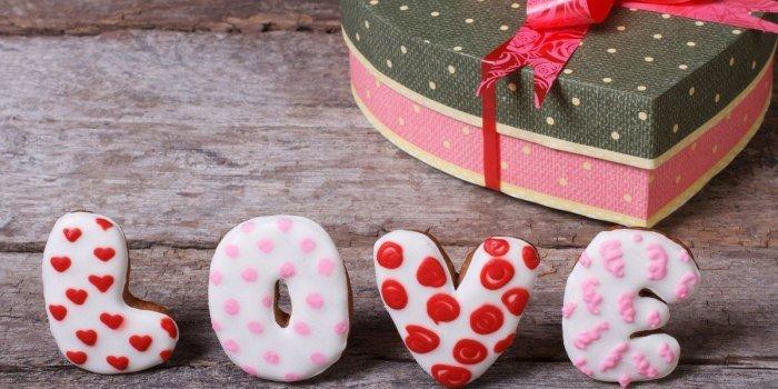 Когда День святого Валентина: что принято дарить ко Дню влюбленных, легенды о празднике