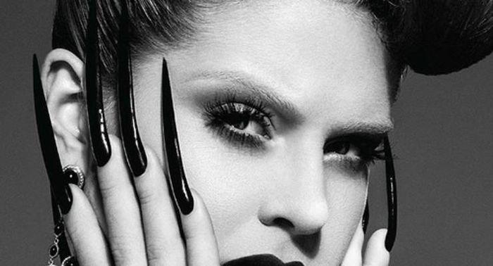 Темные-темные ногти: топ-10 лучших лаков на Хэллоуин