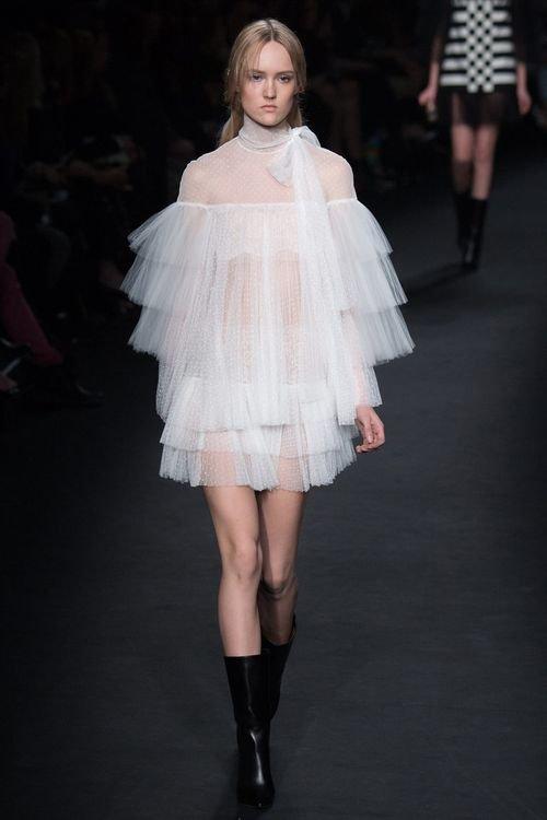 463555386e1 Точеный силуэт  классические вечерние платья сезона весна-лето 2016