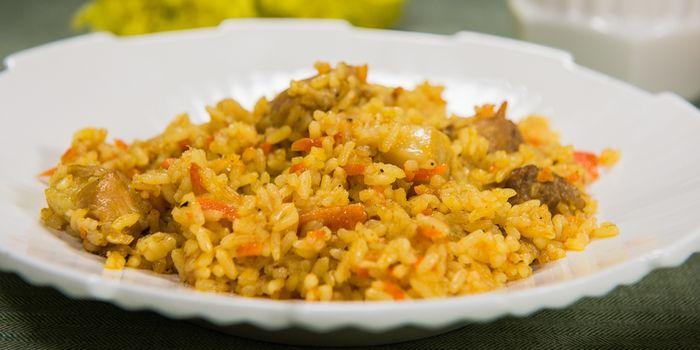 Восточные мотивы на кухне: как вкусно приготовить плов из свинины
