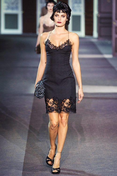Нам нравятся роскошные черные платья в бельевом стиле от Louis Vuitton и  Dolce Gabbana, нежный белый наряд от Christopher Kane и яркие вечерние  платья ... 62f5c05e6b6