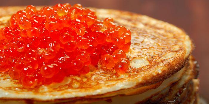 Визитная карточка русской кухни - блины с икрой красной и черной, рецепты с фото