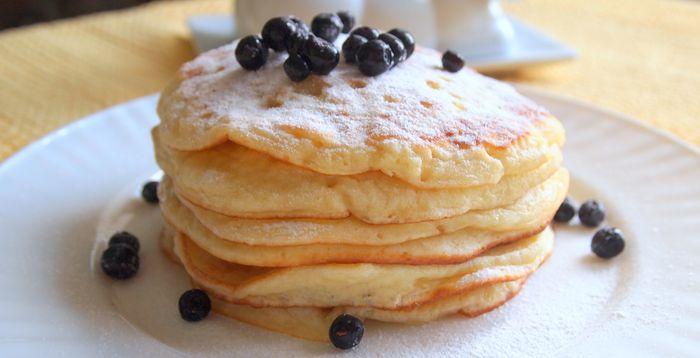 Как печь вкусные блины на йогурте, лучшие рецепты с фото
