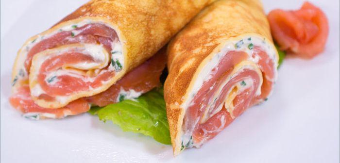 Изысканное кушанье на скорую руку - блины с семгой и сливочным сыром, рецепты с фото