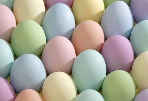 В какой цвет красят яйца на пасху новые фото