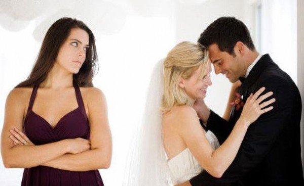 Почему женатый мужчина заводит постоянную любовницу?