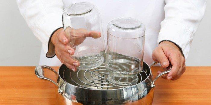 Как стерилизовать банки для консервации в домашних условиях: в микроволновке, духовке, мультиварке