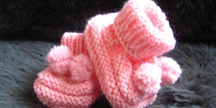 Как связать спицами пинетки для новорожденного: схемы и пошаговая инструкция