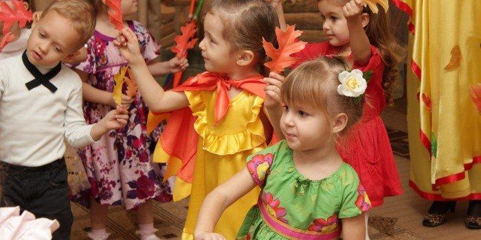 Праздник осени - сценарий в детском саду в младшей, подготовительной и старшей группе