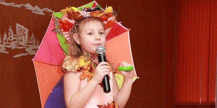 Современные и короткие песни и стихи на Осенний бал для школьников. Текст песни
