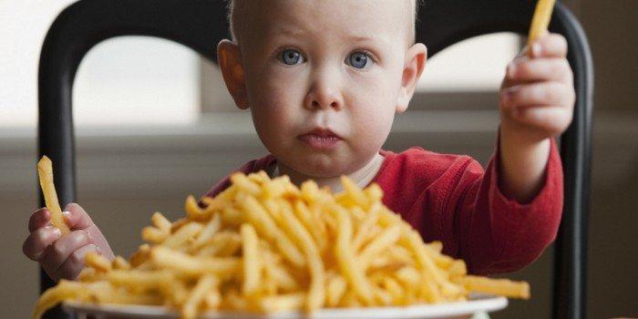«Искусственная» еда: четыре продукта, вредных для здоровья ребенка