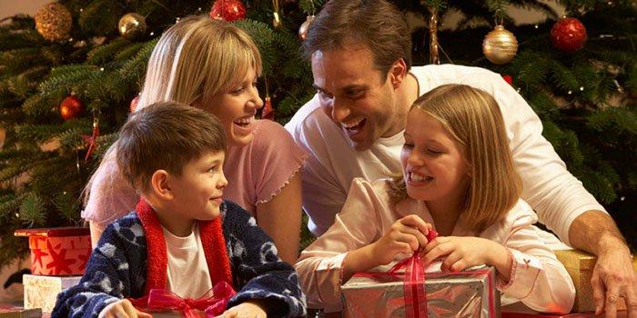 Праздник VS эмоции: как научить ребенка радоваться не только подаркам