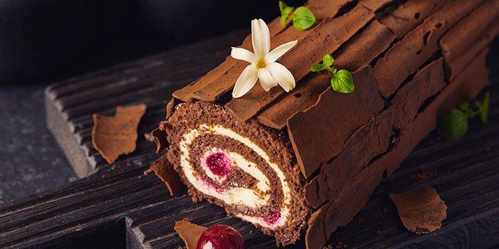 Вкусный рецепт: бархатистый шоколадный рулет «Черный лес»