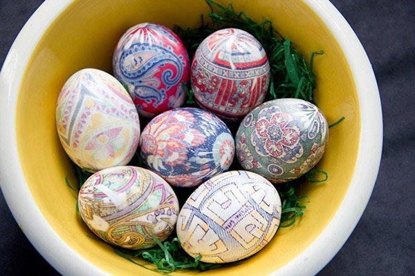 Как украсить яйца на Пасху своими руками в домашних ...