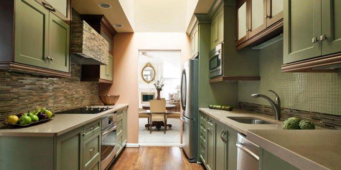 Как оформить интерьер узкой кухни: советы дизайнеров