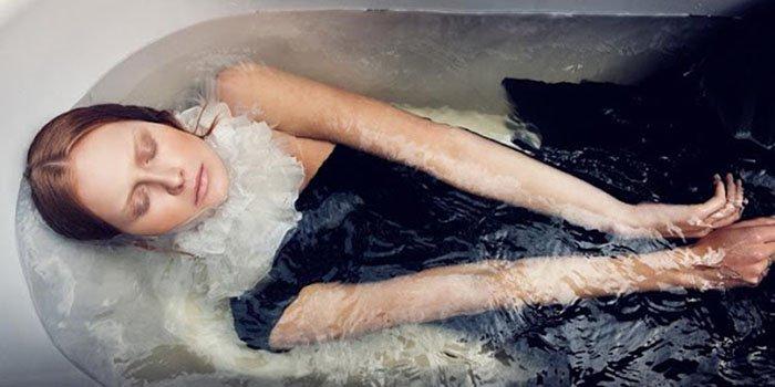 Почему нельзя спать напротив зеркала: Осторожно, в вашем доме есть энергетический вампир
