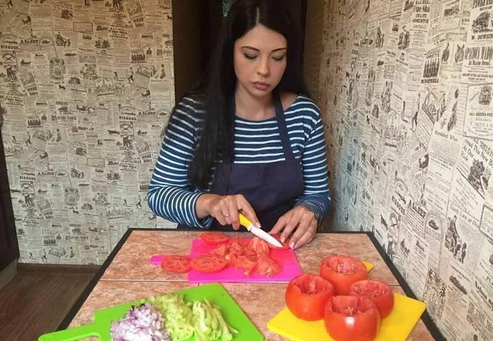Рецепт от эксперта по похудению Инны Воловичевой: Диетическое жаркое из индейки в горшочках