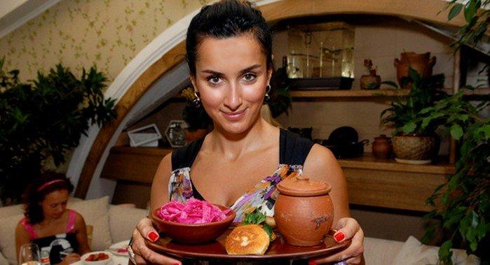Традиционный грузинский рецепт от Тины Канделаки: рулетики из лаваша с чесночным соусом, пальчики оближешь