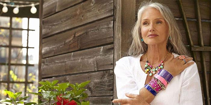 Можно ли носить длинные волосы женщинам старше 45?