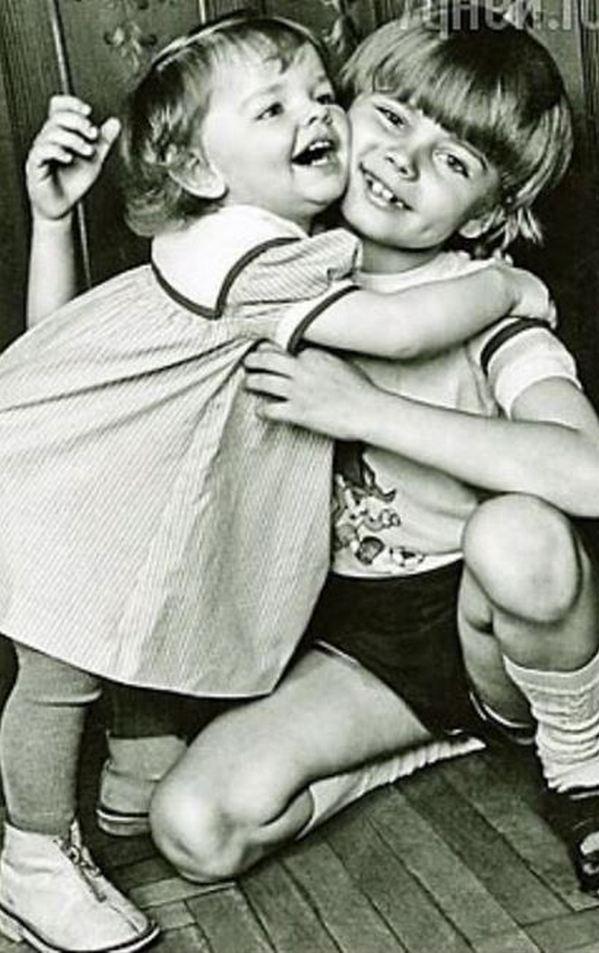 «Это любовь»: Елизавета Боярская показала трогательное детское фото с братом