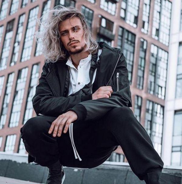 20-летнему сыну Натальи Сенчуковой и Виктора Рыбина пророчат карьеру модели