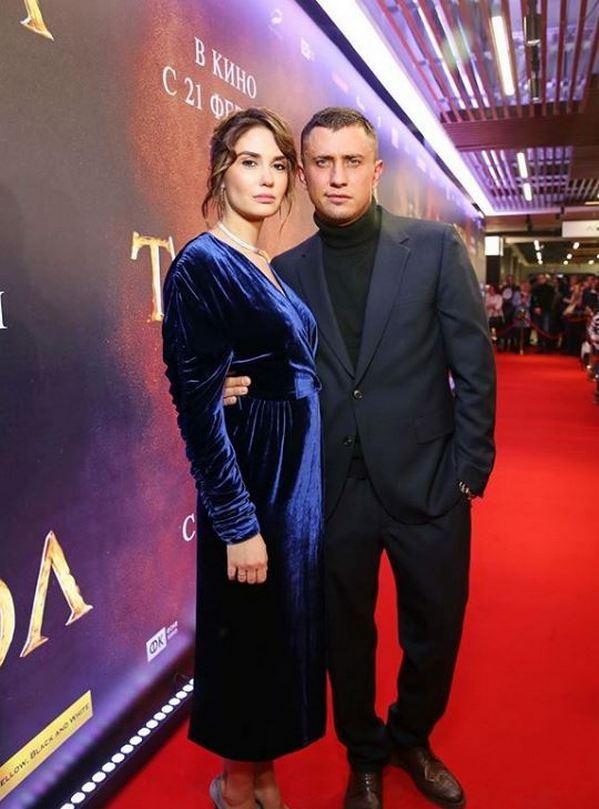 Модный провал или третья беременность: Агата Муцениеце и Павел Прилучный впервые вышли в свет после скандала с избиением