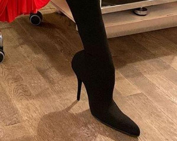 Модный писк или неудачный ракурс: Елена Летучая заинтриговала гигантской обувью