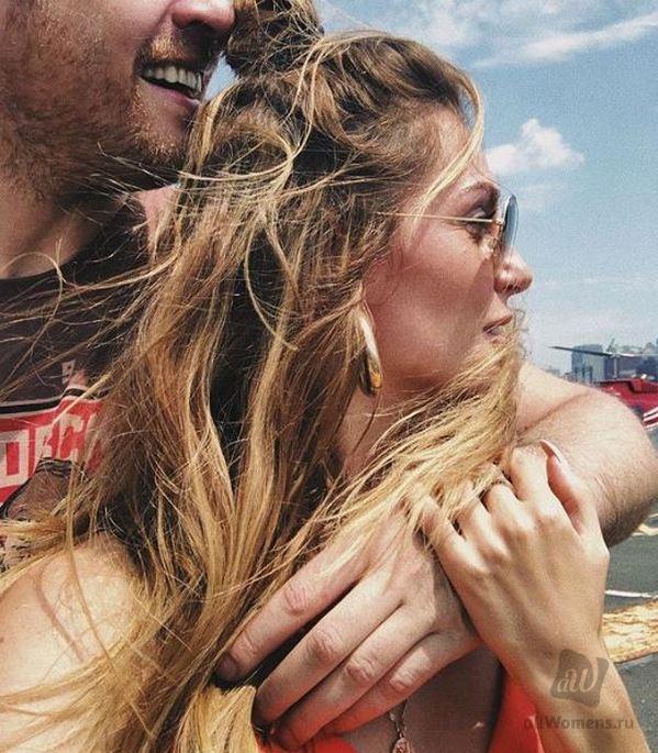 Сашу Савельеву поздравляют с рождением сына: в соцсетях появились подробности о родах певицы