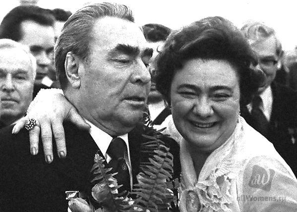 Любовь Успенская рассказала о встрече с Галиной Брежневой и показала редкое фото с дочерью генсека