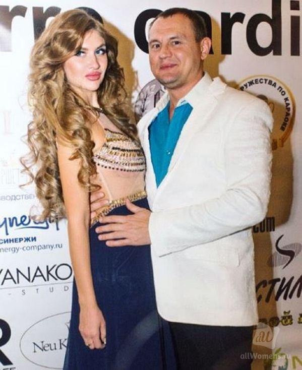 Рома Жуков нежно обратился к возлюбленной, но подписчики певца набросились на девушку с критикой