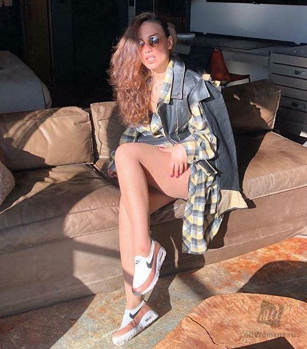 Когда ноги надо прятать: Викторию Дайнеко раскритиковали за вульгарное фото