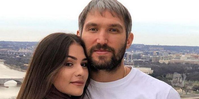 Анастасия Шубская поправилась: жену Александра Овечкина заподозрили в новой беременности