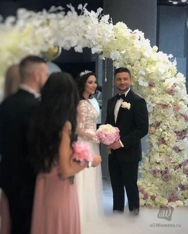 Свадебное фото Сергея Лазарева всполошило сеть: пользователи интернета спорят — женился певец или нет
