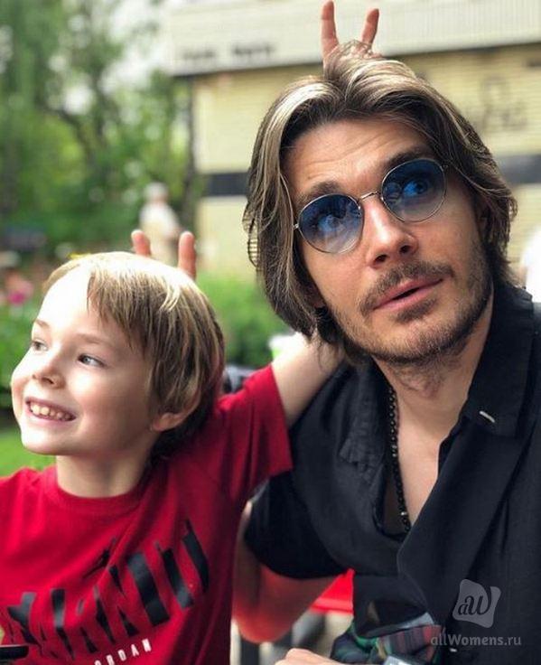 Максима Матвеева перепутали с Джонни Деппом: муж Лизы Боярской опубликовал редкое фото со старшим сыном