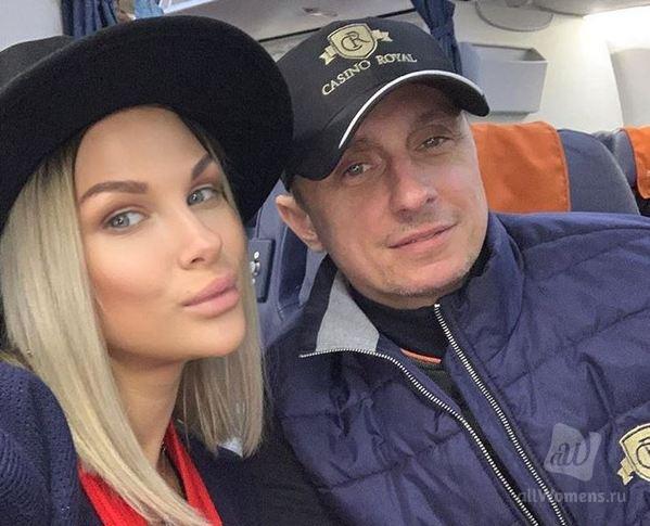 Вадим Галыгин в третий раз стал отцом: юморист опубликовал трогательное фото из роддома