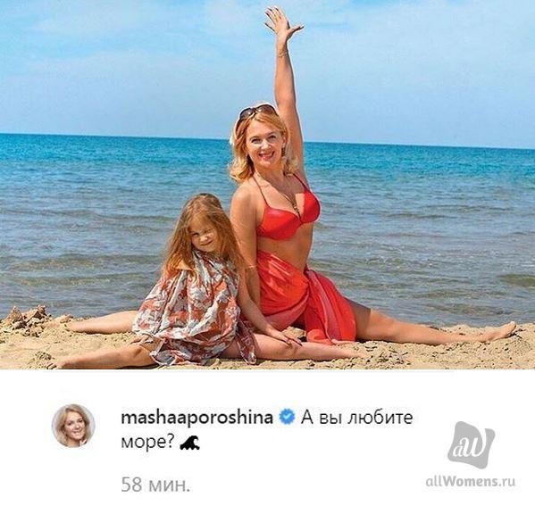 45-летняя Мария Порошина в купальнике продемонстрировала шпагат на морском берегу: многодетную мать похвалили за спортивную фигуру