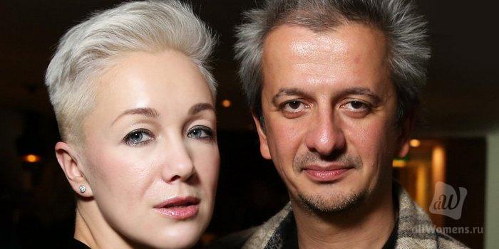 Экс-супруга Константина Богомолова разместила чувственное фото и произ