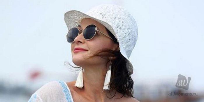 51-летняя Ольга Кабо похвасталась эффектной фигурой в соблазнительном платье: актрису забросали восторженными комплиментами в Instagram