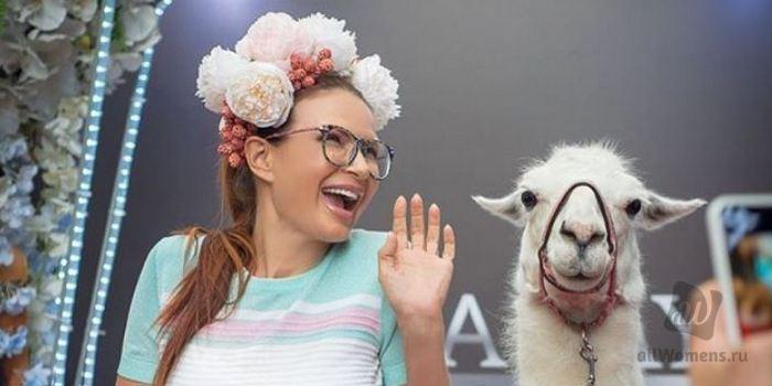 Эвелина Блёданс пожаловалась на назойливых ухажёров: 50-летней актрисе не дают прохода на улице