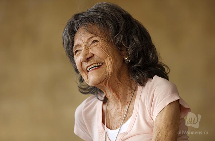 Как жить долго и счастливо: 100-летняя учительница йоги поделилась сво